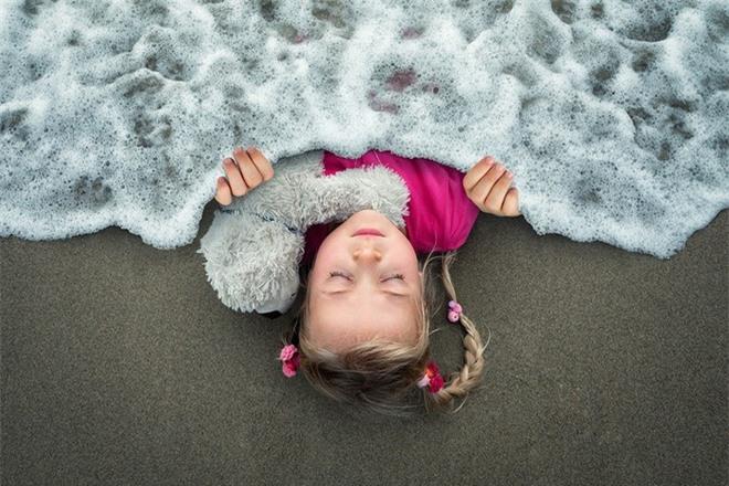 """Ông bố """"bựa nhất năm"""", chụp hình những đứa con và đưa chúng vào thế giới viễn tưởng bằng Photoshop - Ảnh 6."""