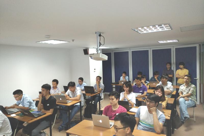 Học viên của khóa học AI Express đến từ các công ty đang triển khai các dự án trí tuệ nhân tạo. Ảnh: HN