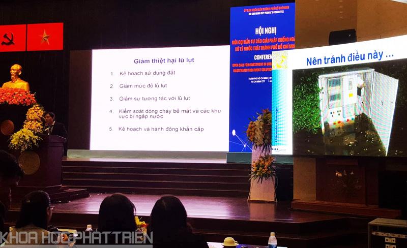 Các diễn giả trình bày tham luận tại Hội nghị