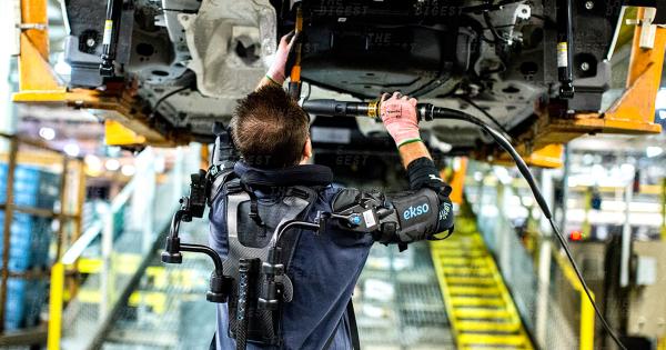 Bộ giáp trợ lực cho công nhân nhà máy của Ford. Ảnh: Futurism
