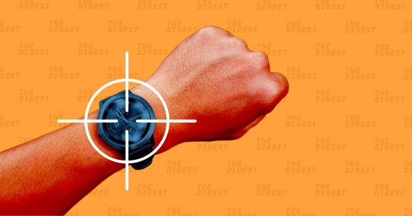 Chức năng định vị GPS trên các ứng dụng và thiết bị theo dõi đeo tay được Bộ Quốc phòng Mỹ xem là một mối nguy hại. Ảnh: Futurism