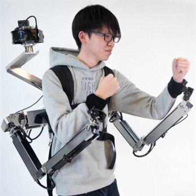 Cùng gặp anh chàng với 4 cánh tay, hai trong số đó được điều khiển từ xa bằng thực tế ảo - Ảnh 2.