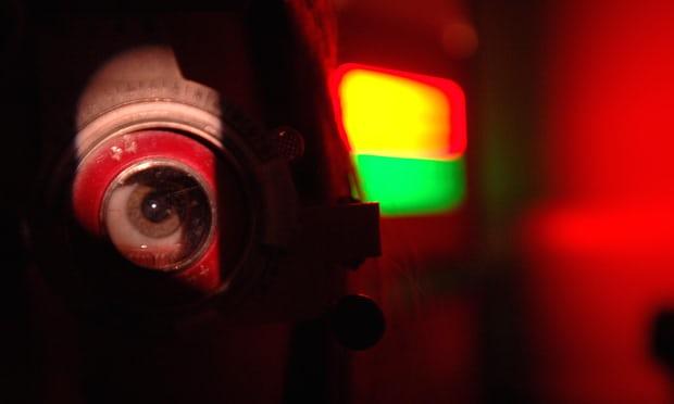 AI đã có thể chuẩn đoán các bệnh về mắt chính xác như bác sĩ nhãn khoa. Ảnh: The Guardian.