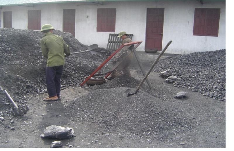 Công nhân làm việc tại cảng than nhưng không có bảo hộ lao động