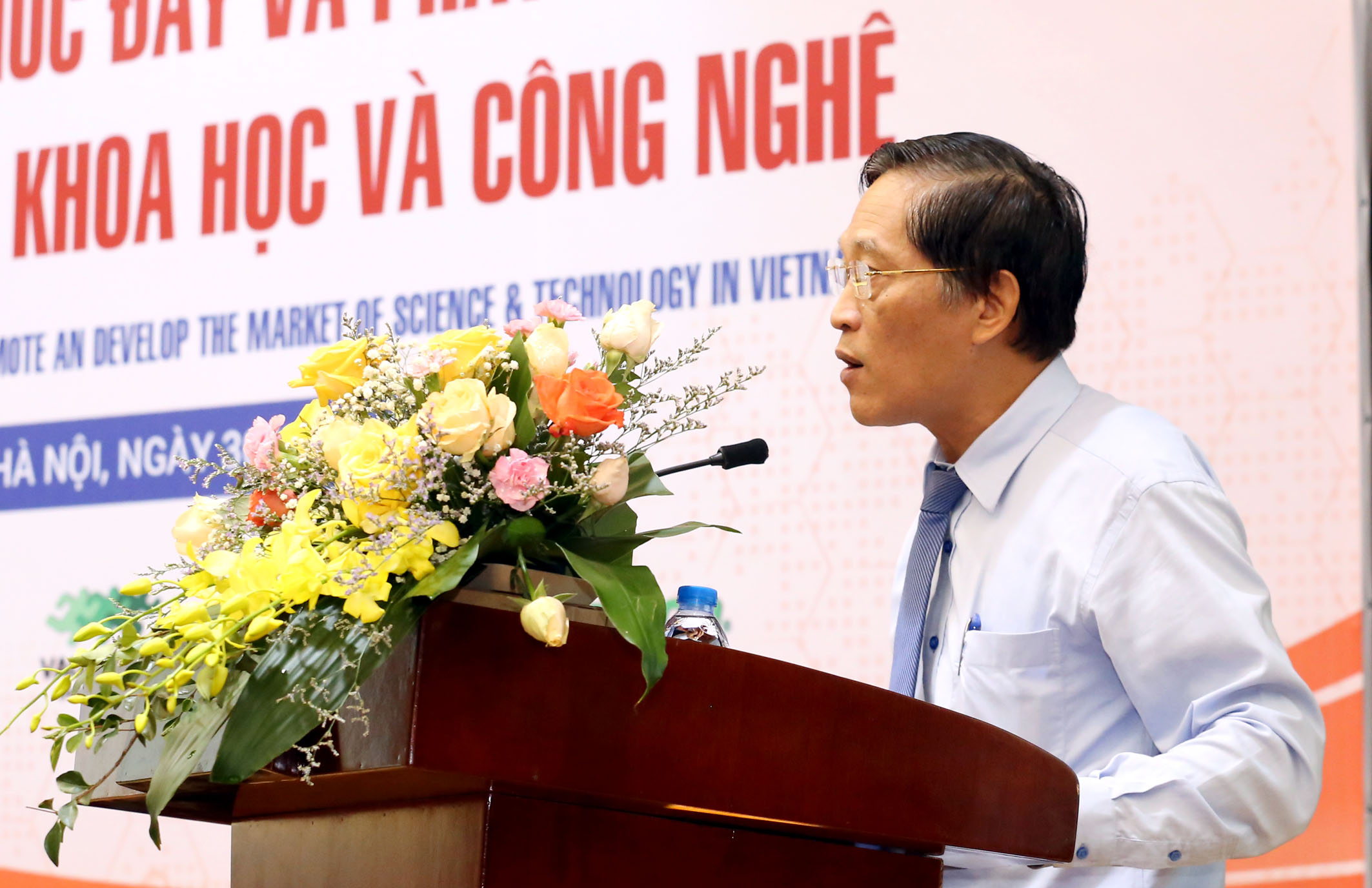 Thứ trưởng Trần Văn Tùng phát biểu tại hội thảo.