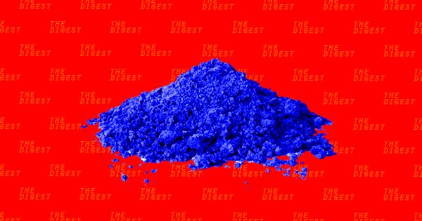 Methylen xanh, chất nhuộm công nghiệp cực kỳ độc hại. Ảnh: Futurism.