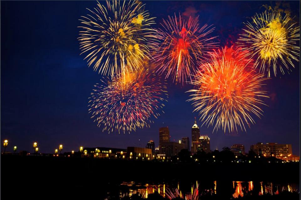 Bắn pháo hoa mừng ngày lễ Độc lập ở Mỹ. Ảnh: Alexey Stiop | Dreamstime.com.