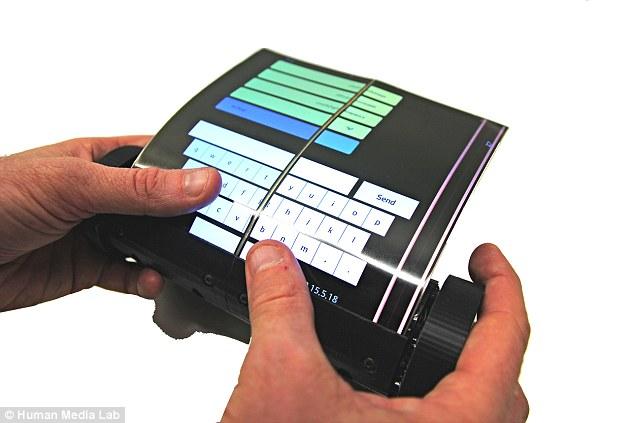 Máy tính bảng cuộn được đầu tiên trên thế giới. Ảnh: Human Media Lab.