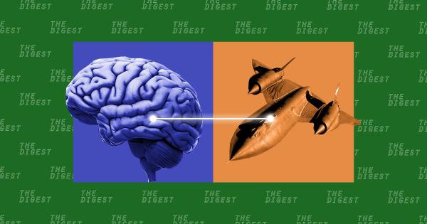 Mỹ đang nghiên cứu công nghệ cho phép phi công quân sự điều khiển máy bay từ xa bằng trí não. Ảnh: Futurism.