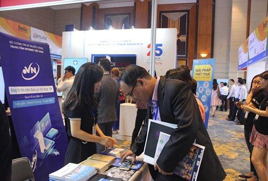 Trung tâm Internet Việt Nam quảng bá dịch vụ đăng ký tên miền quốc gia .VN qua hồ sơ điện tử tới người sử dụng tại hội nghị xúc tiến đầu tư quốc tế ngành TT&TT Việt Nam 2018 kết hợp Triển lãm India - ASEAN ICT Expo diễn ra trong 2 ngày 27 – 28/9 tại Hà Nội.