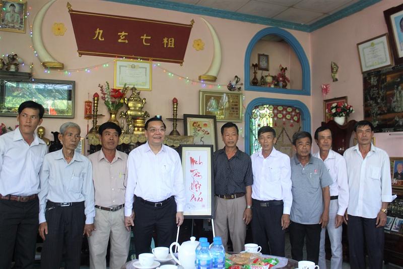 Bộ trưởng Bộ KH&CN đến thăm Minh Tân hội quán tại xã Mỹ Hội.