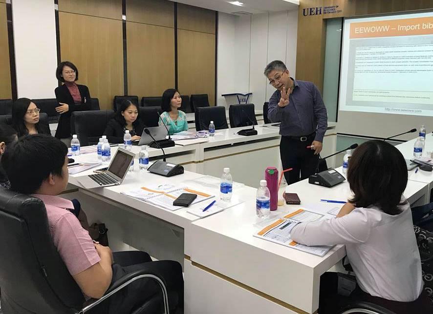 Tiến sĩ Woei Fuh Wong, nguyên là giám đốc mảng Derwent Innovation - Thomson Reuters; hiện là Giám đốc công ty IES Ảnh chụp lớp học R123 T1/ năm 2017; Ảnh: IES