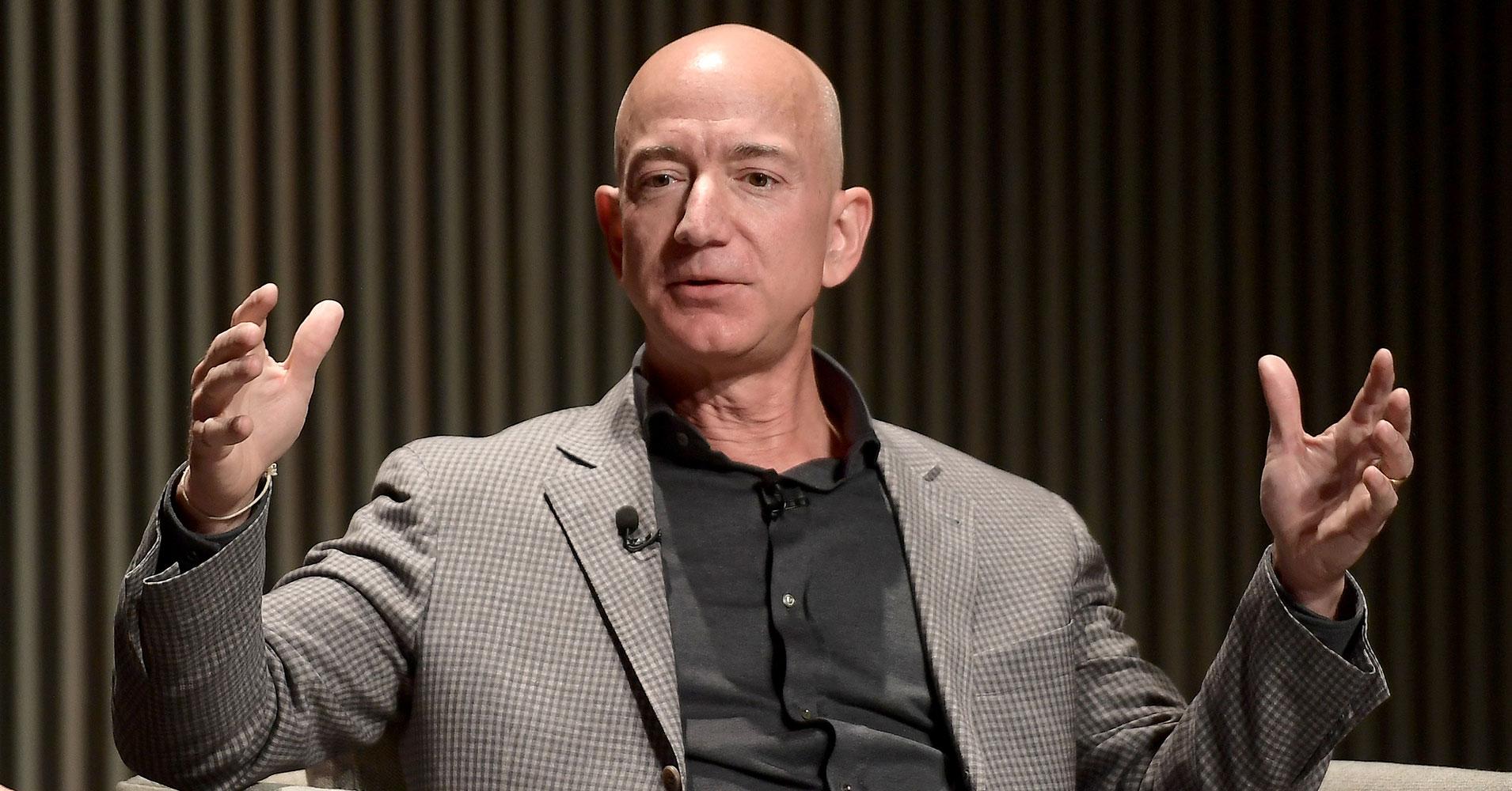 Jeff Bezos cho thấy mình không phải là người dễ dàng thỏa hiệp. Ảnh: Futurism.