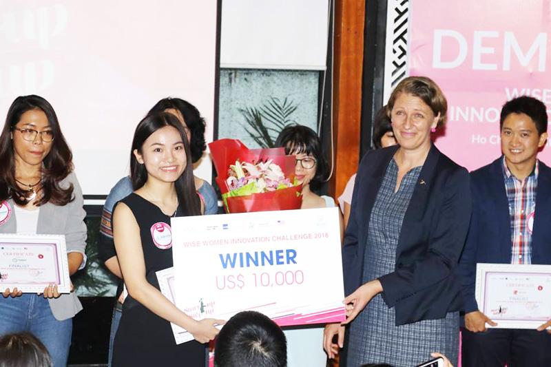 Giải nhất được trao cho bà Hoàng Anh - Đồng sáng lập Abivin