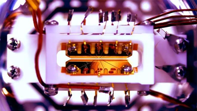 Lần đầu tiên chứng minh được máy tính lượng tử thực sự mạnh hơn máy tính cổ điển - Ảnh 2.