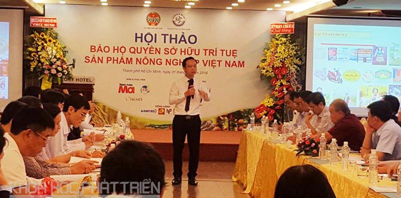 Diễn giả trình bày tham luận tại Hội thảo