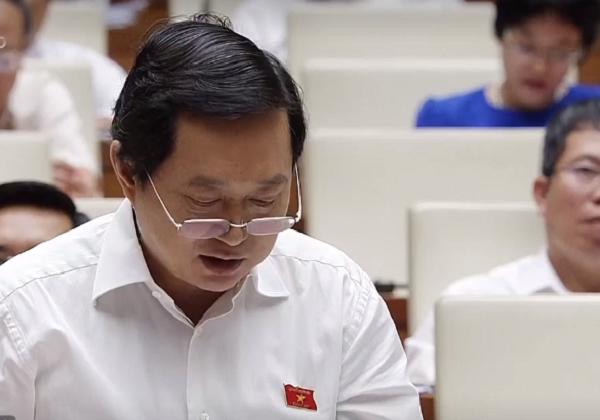 Đại biểu Nguyễn Quốc Bình đặt câu hỏi