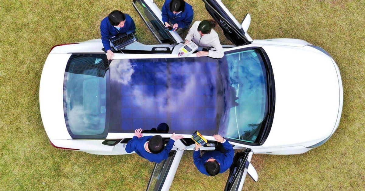 Xe hơi của Huyndai được lắp đặt pin mặt trời trên nóc. Ảnh: Huyndai Motor.