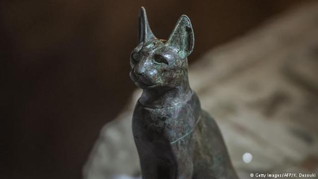 Tượng thần mèo Bastet được tìm thấy trong mộ cổ còn khá nguyên vẹn.