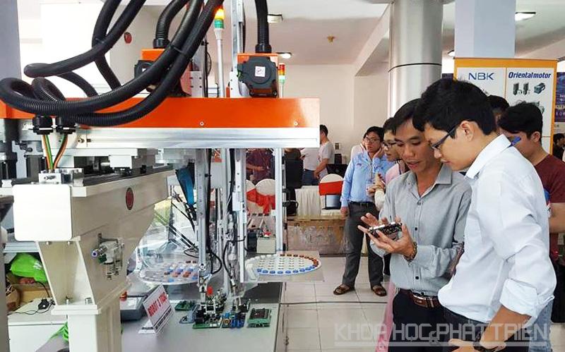Các sản phẩm về robot và trí tuệ nhân tạo được nhiều người quan tâm tại triển lãm