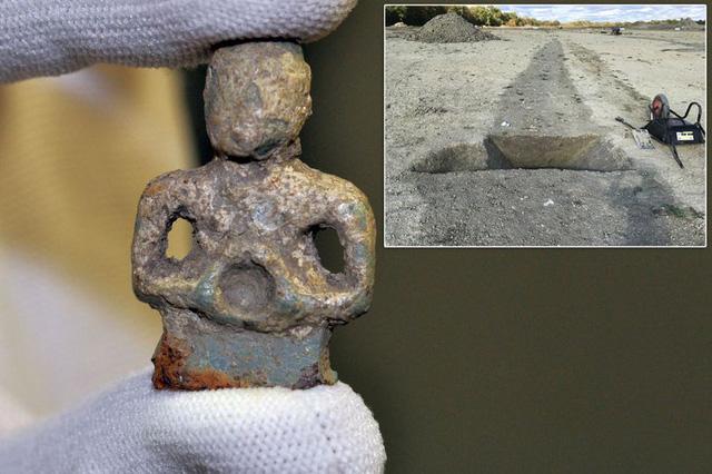 Bức tượng kim loại này chỉ cao 5cm, và được cho là có niên đại từ thế kỉ thứ hai SCN.