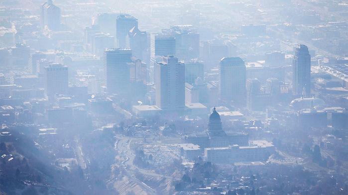 Khói bụi bao quanh thành phố Salt Lake. Ảnh: Ravell Call