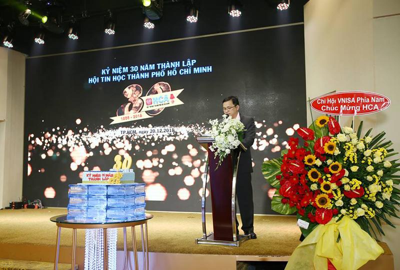 Ông Lâm Nguyễn Hải Long - Chủ tịch HCA báo cáo hoạt động của HCA 30 năm qua