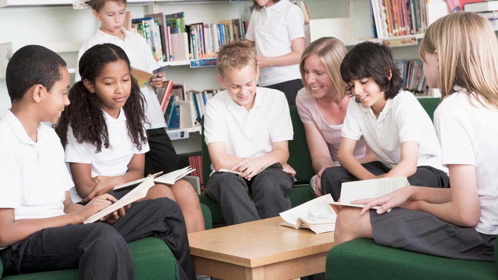 Giáo dục tích cực hướng đến giảm căng thẳng và tăng hạnh phúc cho cả học sinh và giáo viên. Ảnh minh họa: avivaeducation.com
