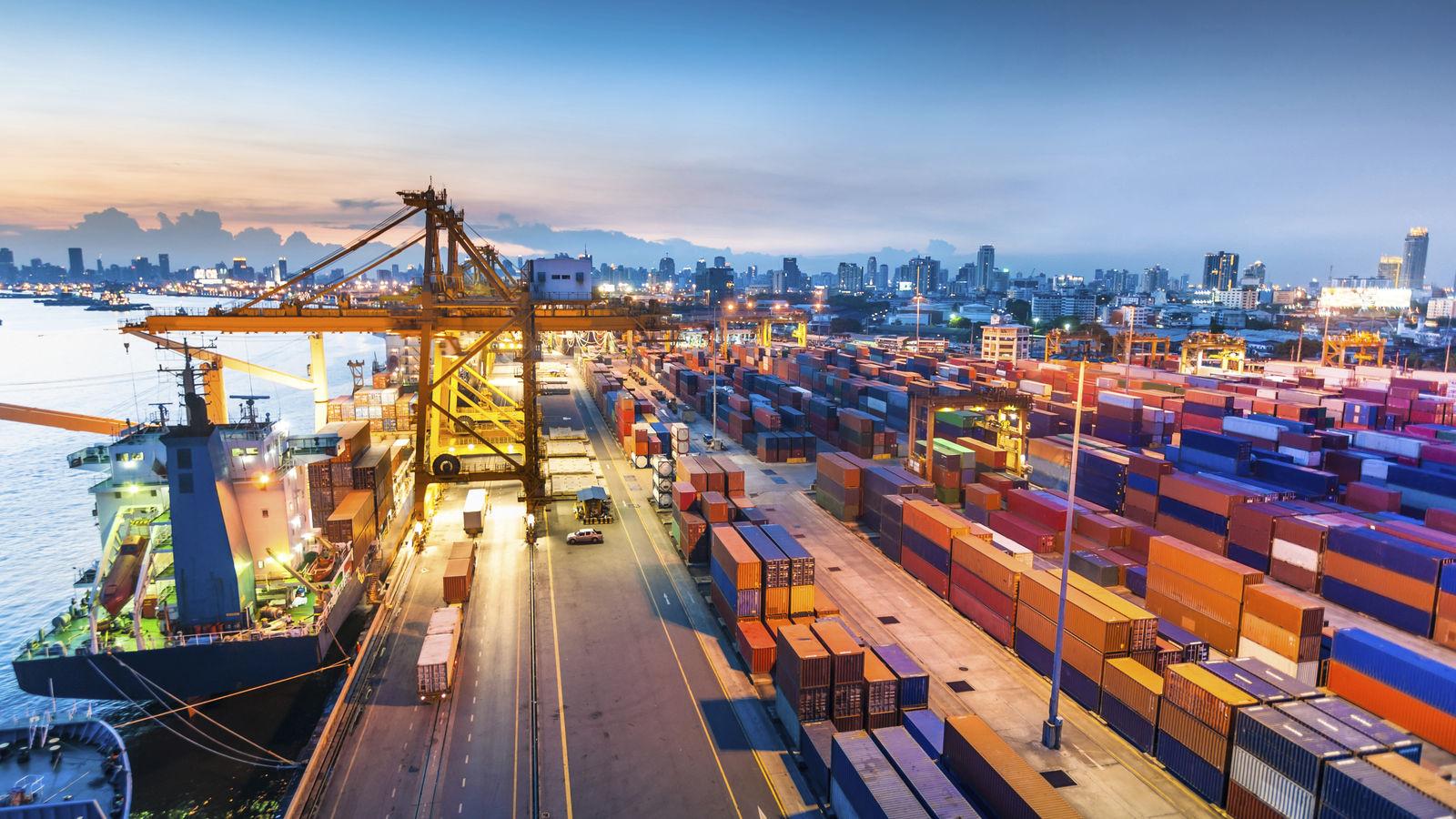 Có hàng trăm bài toán tối ưu hoá về Logistics cảng biển. Ảnh: PV