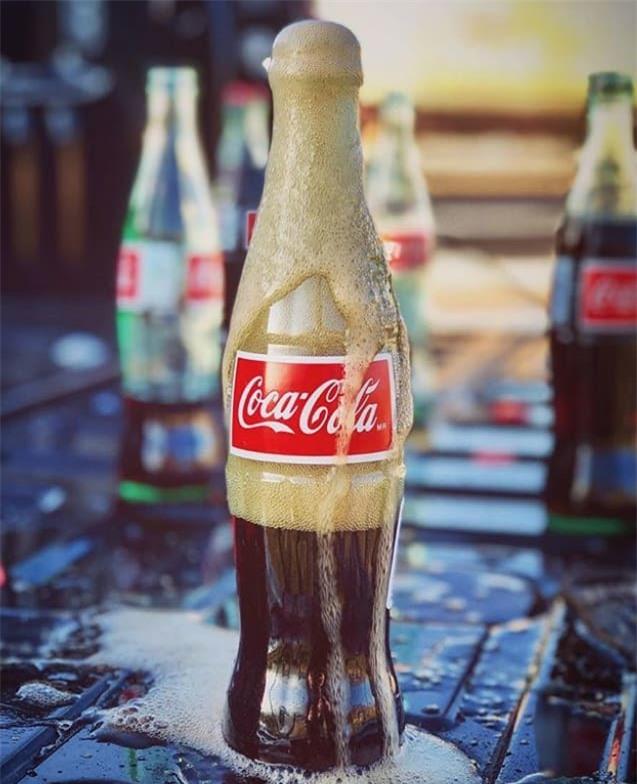 Đây là lý do khiến Coca-cola đóng chai thủy tinh chuẩn vị hơn hẳn lon nhôm hoặc chai nhựa - Ảnh 1.