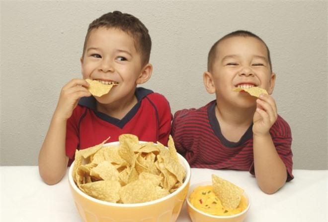 Ăn tối lúc 2 giờ chiều: Bí quyết giảm cân và đảo ngược bệnh tiểu đường - Ảnh 2.