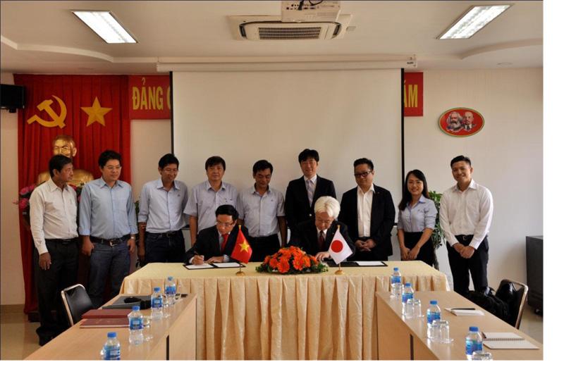 Ông Trương Thanh Sơn - Phó Giám đốc, Phụ trách QUATEST 3 (bên trái) và ông Shigenori Muratani -  Giám đốc điều hành tổ chức SK ký kết hợp tác