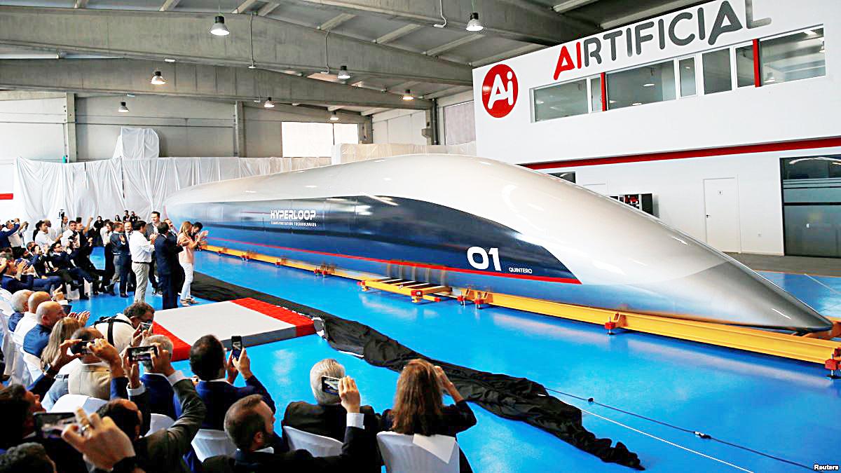 Toa tàu hyperloop kích thước thật được ra mắt hôm 2/10/2018 ở Tây Ban Nha. Ảnh: Reuters