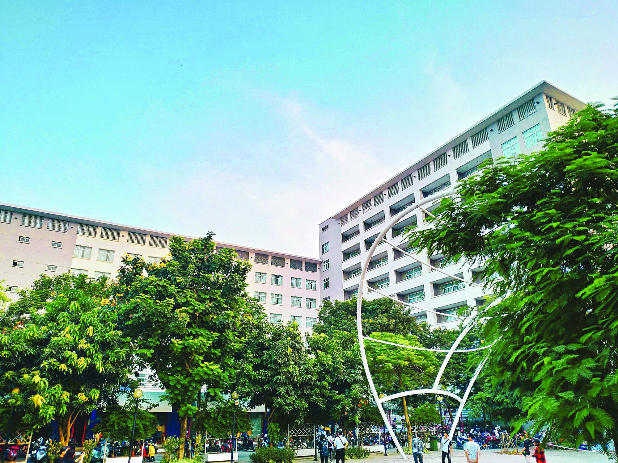 Đại học Thăng Long gồm hai tòa nhà cao 8 và 10 tầng. Ảnh: tin247.com