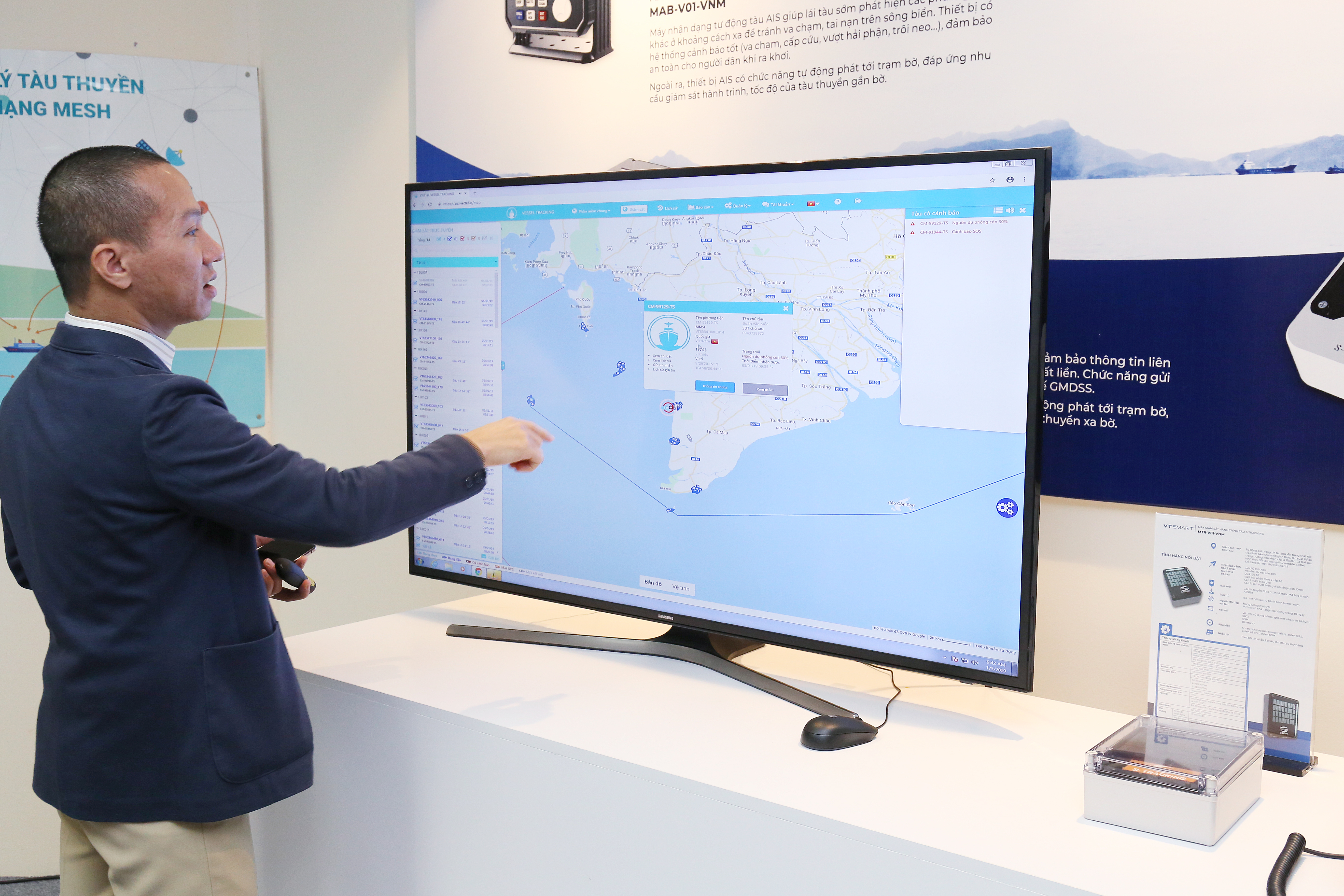 Anh Nguyễn Công Dũng, trưởng phòng Công nghệ và Hợp tác quốc tế, Trung tâm Công nghệ mạng Viettel, giới thiệu về giao diện quan sát của S-tracking dành cho nhà quản lý, chủ tàu.