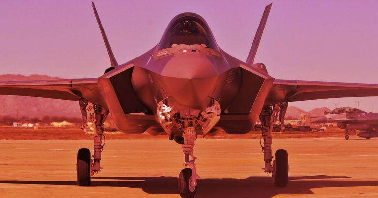 F-35 do Lockeed Martin phát triển là dự án máy bay chiến đấu tốn kém nhất trong lịch sử Hoa Kỳ (khoảng 1000 tỷ USD). Ảnh: US Air Force.