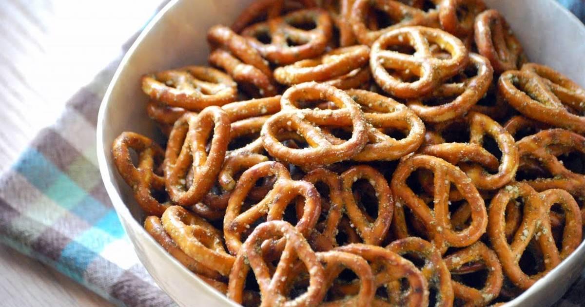 Bánh Pretzels rắc muối tăng vị giòn khi ăn
