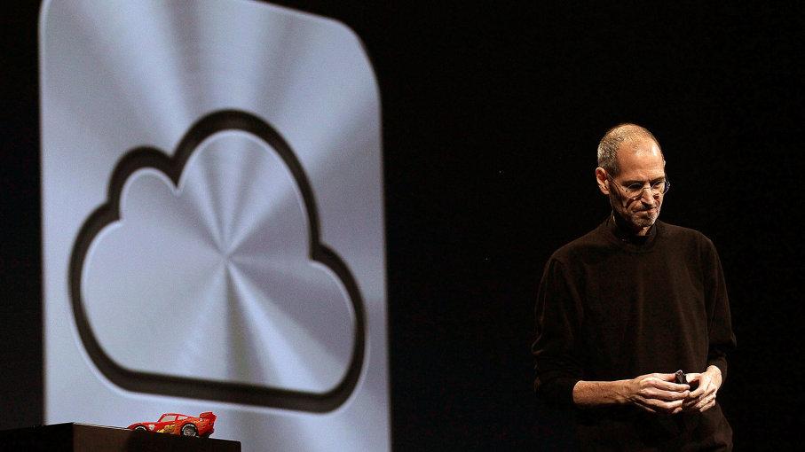 Steve Jobs giới thiệu hệ thống lưu trữ iCloud tại Hội nghị các nhà phát triển toàn cầu của Apple năm 2011. Ảnh: Justin Sullivan/ GETTY
