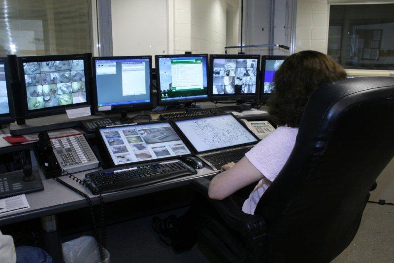 Quyền riêng tư của phạm nhân luôn là một chủ đề gây tranh cãi đối với giới lập pháp. Ảnh: Digitalroads.com.