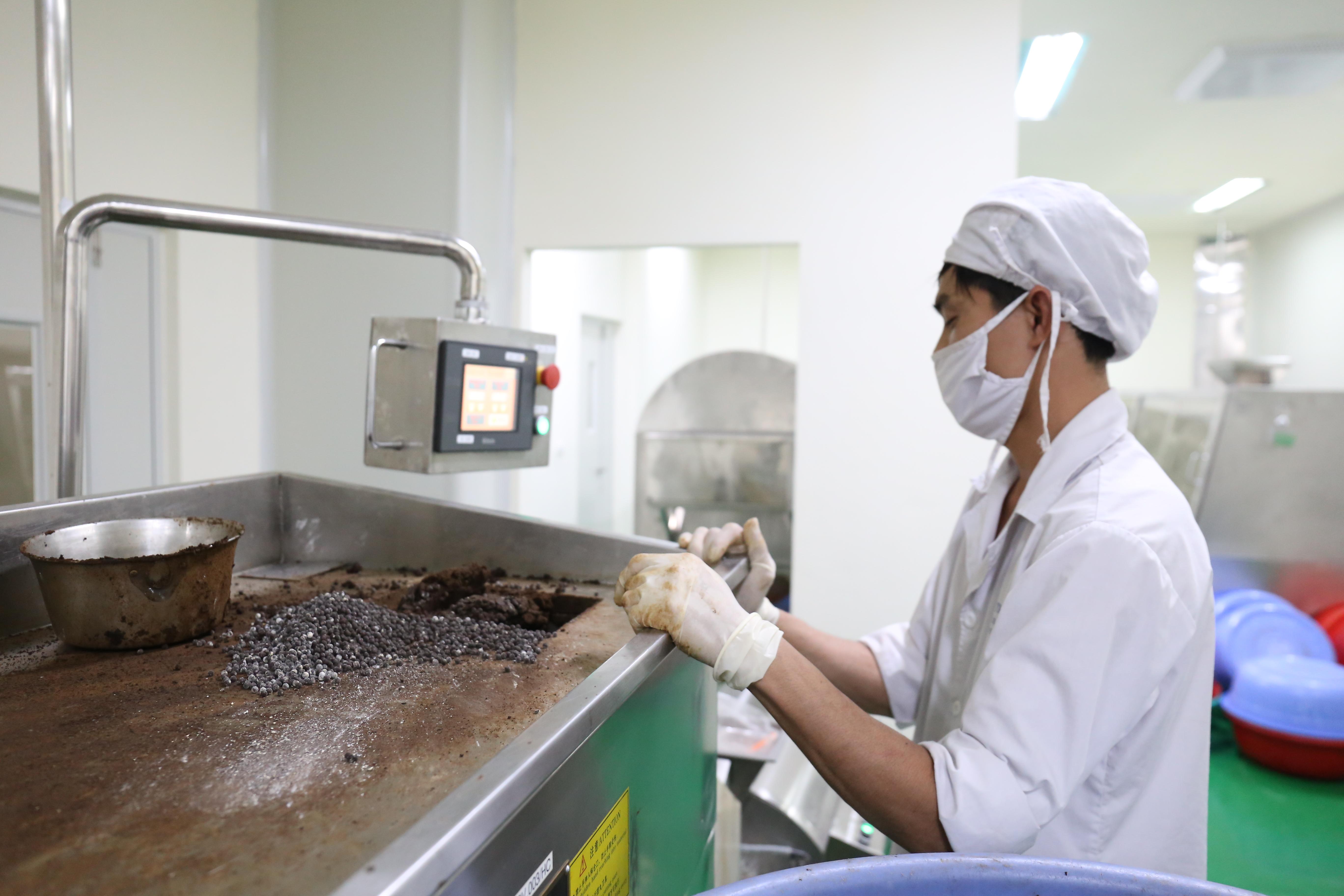 Sao Thái Dương mới được công nhận là doanh nghiệp KHCN từ năm 2016. Trước đó 11 năm, họ đã nhận được ưu đãi đầu tư vào Khu công nghiệp Đồng Văn I, Hà Nam nên bây giờ, nếu áp dụng ưu đãi của nghị định 80 về DN KHCN, họ chỉ nhận ưu đãi thuế 10% trong 4 năm nữa, trong đó 2 năm đầu là giảm 50% thuế. Ảnh: Bảo Như