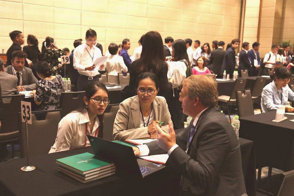 Các doanh nghiệp Việt Nam trao đổi với đối tác Argentina tại diễn đàn ngày 21/2 | Ảnh: Ngô Hà/KHPT