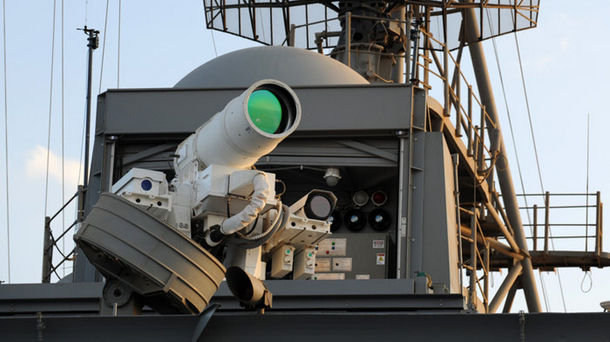 Mỹ từng nhiều lần công khai thử nghiệm các hệ thống vũ khí laser được trang bị trên những phương tiện hàng không và hàng hải. Ảnh: US Navy.
