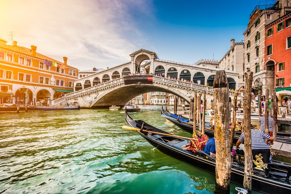 .Venice là một địa danh du lịch nổi tiếng nhất nước Ý. Ảnh: Shutterstock.