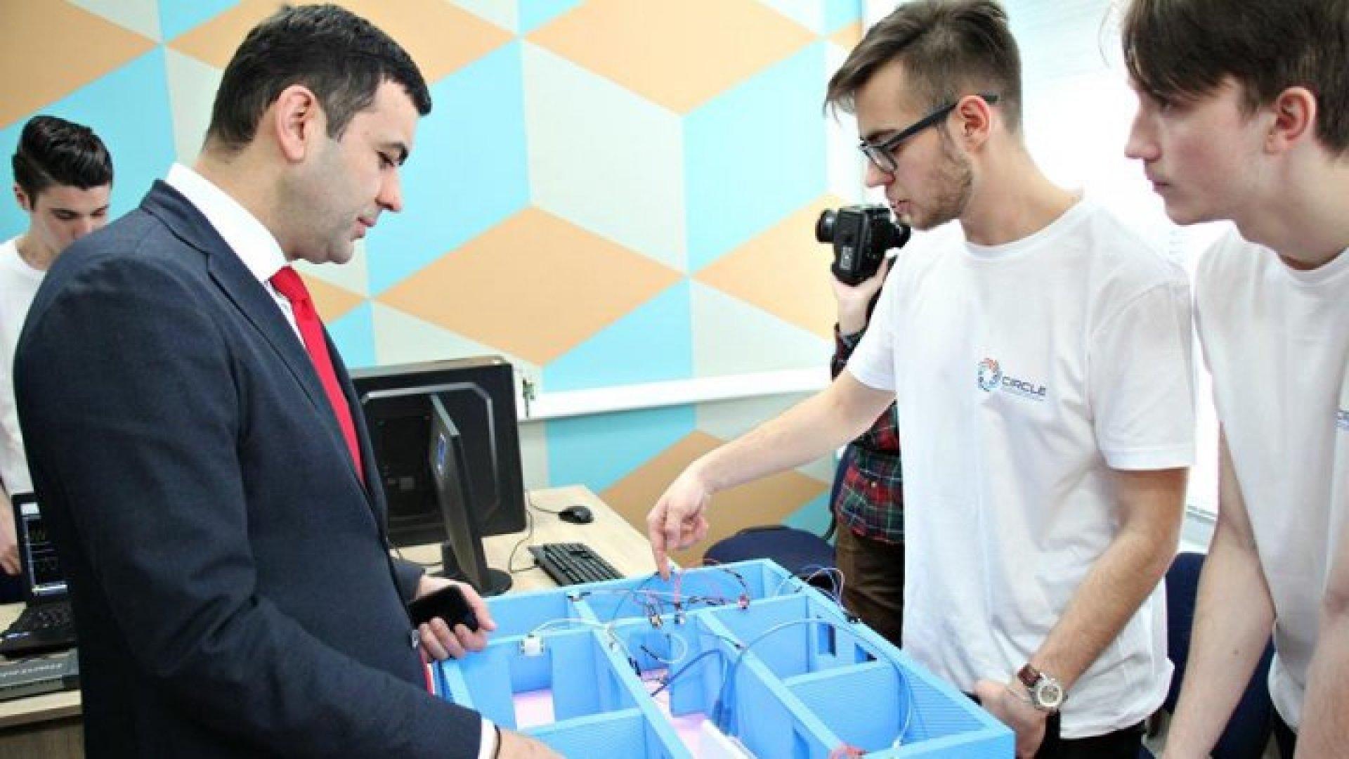 Chỉ có một số khoa ở trường Đại học Kỹ thuật  Moldova là được trang bị các thiết bị thí nghiệm tốt. Nguồn: trường Đại học Kỹ thuật Moldova.
