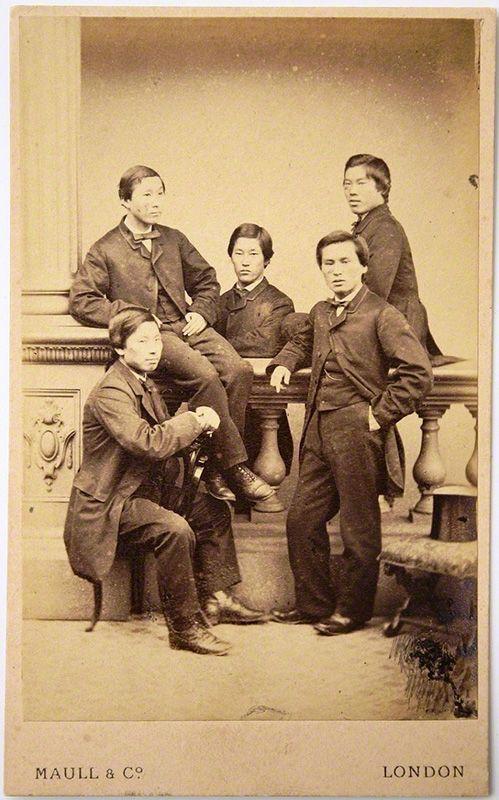 Hình chụp nhóm Trường Châu Ngũ Kiệt tại London, cha đẻ của nội các, ngành ngoại giao, đường sắt, kỹ thuật và in tiền của Nhật Bản.