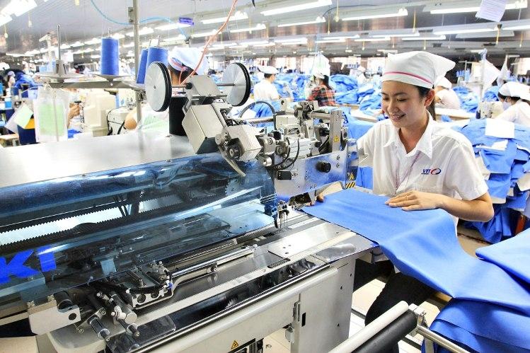 Dệt may là một trong những ngành chủ lực nhưng được Báo cáo đánh giá là thiếu sự chuẩn bị để thích ứng với CMCN4. Ảnh: Vietnam economic news