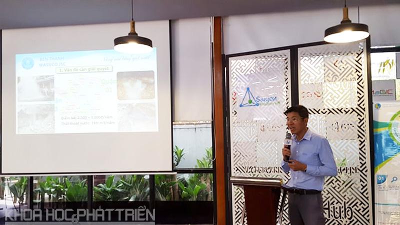 """Ông Nguyễn Văn Hiếu giới thiệu về ứng dụng GIS trong quản lý sự cố mạng lưới cấp nước tại buổi thuyết trình Cuộc thi """"Tìm kiếm giải pháp, sản phẩm GIS TPHCM 2018"""""""