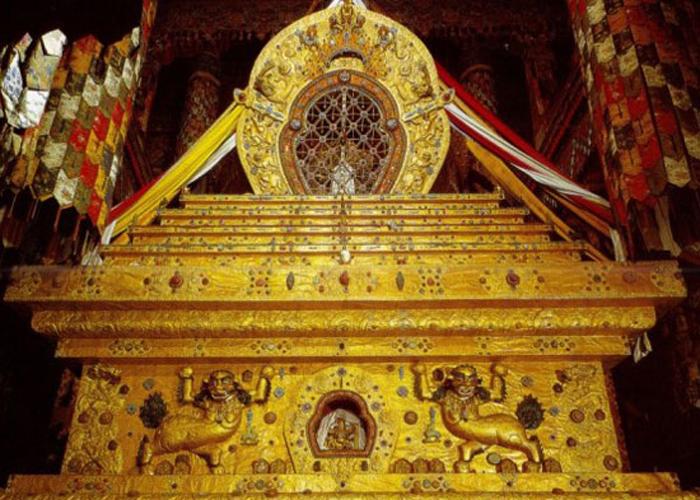 Bảo tháp chứa xác ướp của các Đạt Lai Lạt Ma tại Cung điện Potala. Ảnh: Tibet Discovery