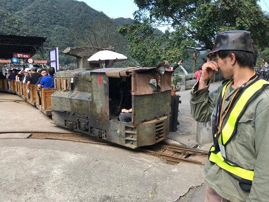 Khu vực mỏ than cũ nay đã được quy hoạch lại thành công viên sinh thái (coal-mine ecological park) thu hút du khách. Ảnh: National Geographic.