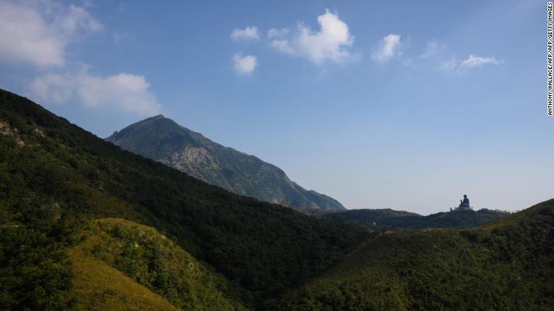 Tượng phật lớn tại Ngong Ping, đảo Lantau (Hongkong). Ảnh: CNN.